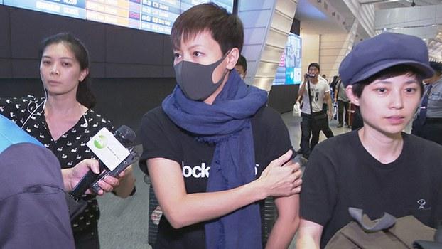 香港社运歌手何韵诗(中)12日凌晨自香港飞抵台湾(记者李宗翰摄)