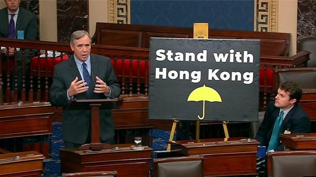 资料图片:2019年11月19日,在美国国会参议院全院无异议通过《香港人权与民主法案》之际,联邦参议员默克里(Jeff Merkley)发表演说。(US Senate )