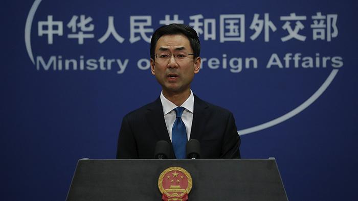 2019年11月28日,中国外交部发言人耿爽在新闻发布会上谴责美国总统特朗普签署《香港人权与民主法案》。(美联社)