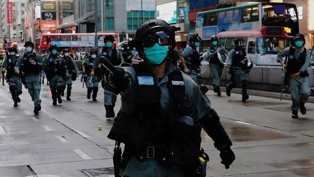 """学者认为北京强行推行这项法律,是将香港带入""""一国一制"""",并预计未来香港会有大抓捕行动,其严重性可能不逊于1989年。(路透社资料图片)"""