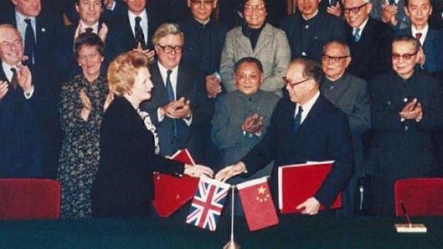 1984年12月19日中国总理赵紫阳与英国首相撒切尔夫人签署《中英联合声明》(维基百科)