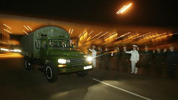 资料图片:解放军驻港部队迎接换防军车(美联社)