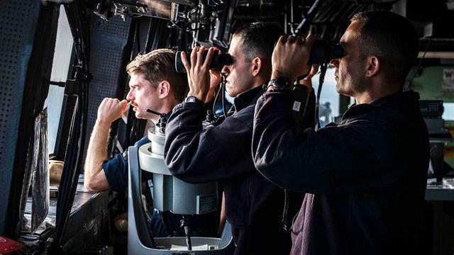 美国海军第七舰队主动公布旗下的运输登陆舰绿湾号穿越台湾海峡,全程被解放军舰艇跟踪监视。(脸书截图/美国海军第七舰队)