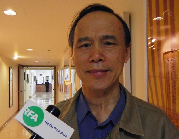 上海复旦大学教授吴景平指重写抗战史仍须以既有史观和文献为基础。 (记者萧融拍摄)