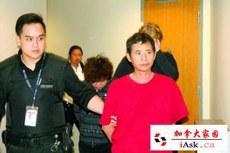 加拿大边境服务局(CBSA)发言人伍德尔(Stefanie Wudel)7月18证实,16日在温哥华机场逮捕5名持中国护照的男女。疑祈福党5人离境机场被捕行李检大量没申报现金。受骗人士也已指认出其中3人。他们18日出席拘留聆讯后,审裁官决定将他们继续拘留。 图为被捕的中国男旅客Huo Youjun。(加拿大家园 iask.ca)
