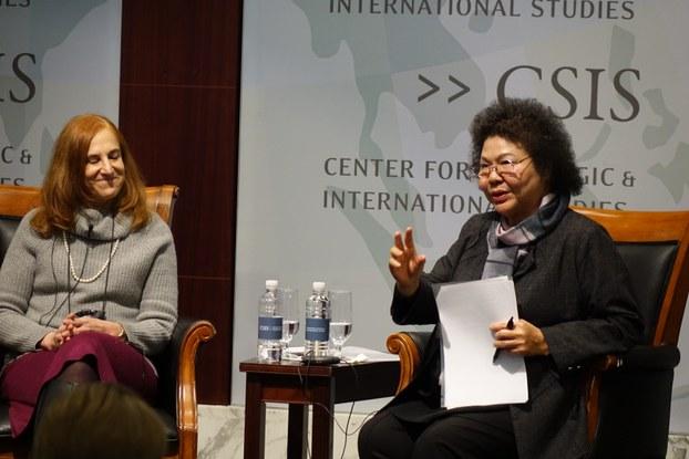 正在美国访问的台湾高雄市长陈菊3月20日在华盛顿演讲(记者王允拍摄)