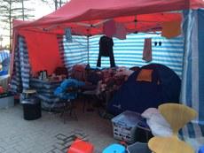 """现场帐篷数目超过120个,部分帐篷更逾3米高,似有意长期占领。而在立法会及俗称""""公民广场""""的政府总部东翼广场,已发展成甚有规模的""""村落""""。(忻霖摄)"""