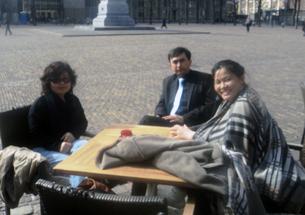 图片:参加拜会座谈活动的蒙古族代表赛音女士(左),维吾尔族代表艾江先生(中),汉藏协会代表汤志敏女士(右)。(天溢提供)