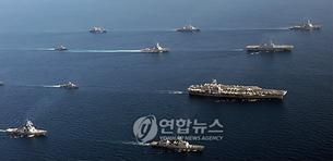 图片:韩美2国海军26日在进行联合编队演习。(韩联社)