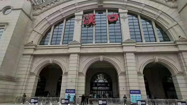 武汉封城,汉口火车站也被关闭。(视频截图)