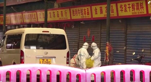 武汉市华南海鲜市场陆续出现不明原因的肺炎病人,当局已经对患者采取隔离措施,防止疫情扩大。(视频截图/CCTV/路透社)