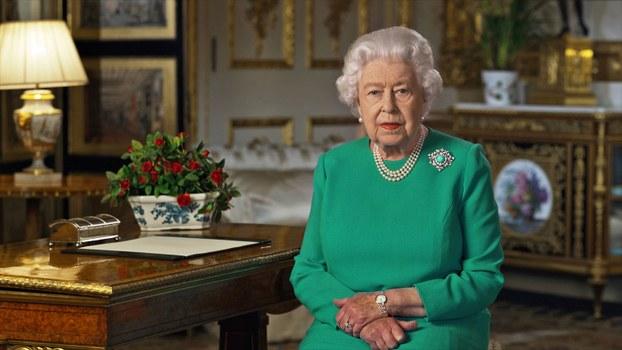 2020年4月5日,英女皇伊利沙伯二世在疫情下,在温莎堡向全国民众发表电视讲话。(路透社)