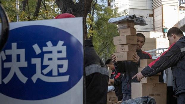 双十一迈入第十二个年头,但疯狂购物背后的包装浪费对中国是一场环境灾难。(美联社)