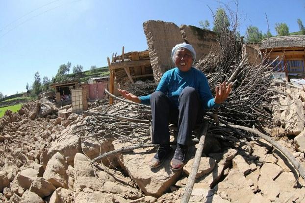 图片:2013年7月22日,甘肃定西发生里氏6.6级地震。(法新社)