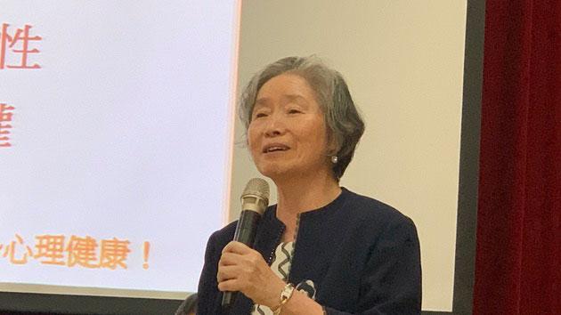 台湾大学健康政策与管理研究所兼任教授张玨提醒疫情爆发公共卫生的重要性。(记者 黄春梅摄)