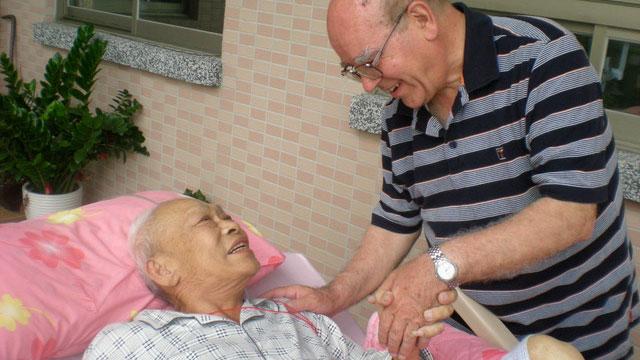 从意大利到台湾服务已经55年的吕若瑟神父,在台湾创办启智中心、安养中心照顾贫病台湾人。(罗东圣母医院提供)