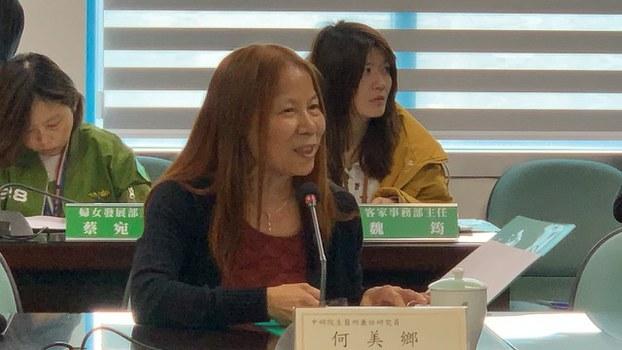 台湾流行病防疫专家何美乡呼吁WHO宣布全世界同时暂停国际流动。(记者夏小华摄)