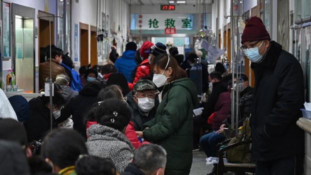 2020年1月25日,武汉市红十字会医院内挤满了等待医治的肺炎患者。 (法新社)