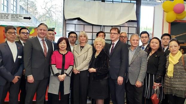 加拿大三级政府官员和温哥华华人社区代表会晤 (记者柳飞摄)