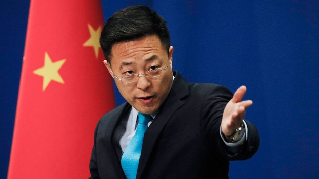 中国外交部发言人赵立坚则以中英文发推特称,美国军方可能将新型冠状病毒带到了中国武汉。(美联社)