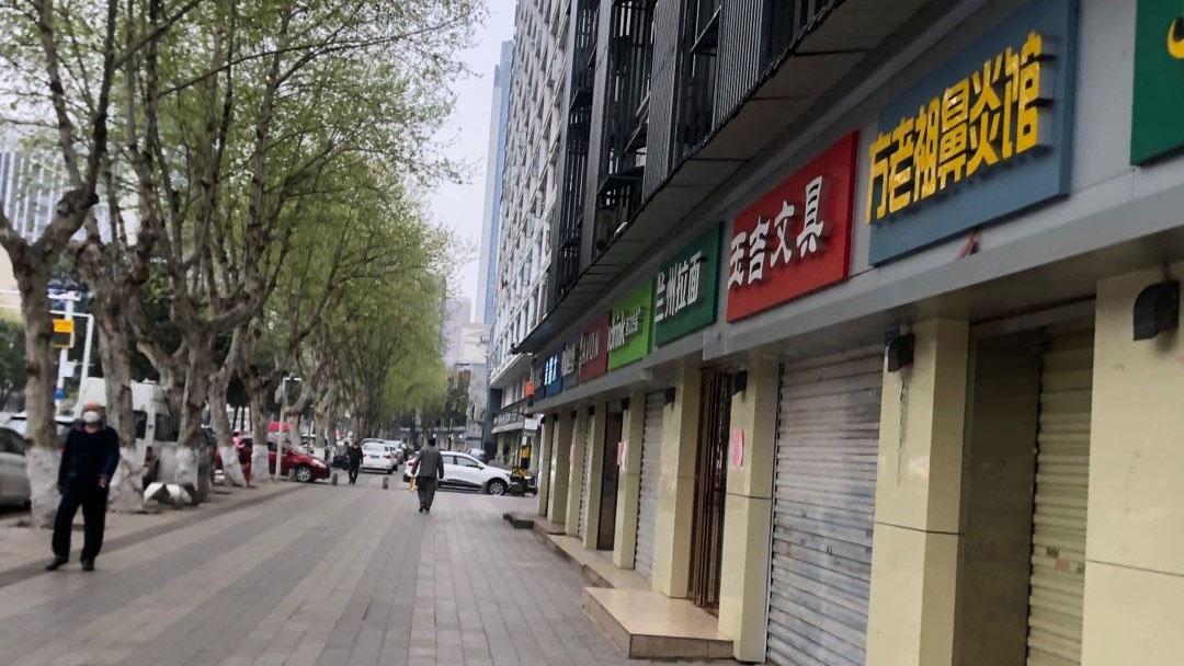 武汉市多数店铺打烊,街道冷冷清清。(志愿者提供/记者乔龙)