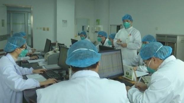 中国国家卫健委向世界卫生组织通报,武汉肺炎新型冠状病毒的基因图谱。(视频截图/路透社)