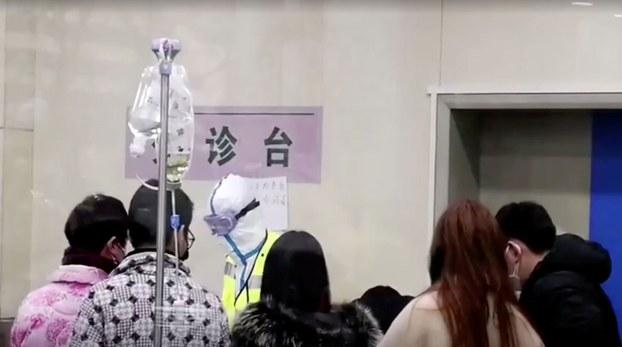 武汉市新冠肺炎疫情防控指挥部消息称,3月13日、14日、15日,16日,武汉市连续4天均有新增确诊病例来自于门诊。(资料图/路透社)