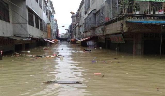 许多居民区被水淹。(网络图片/乔龙提供)