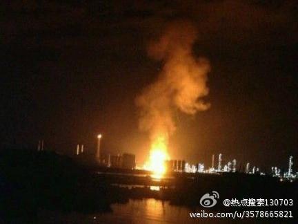 图片:福建漳州PX项目厂区发生爆炸。(新浪微博)