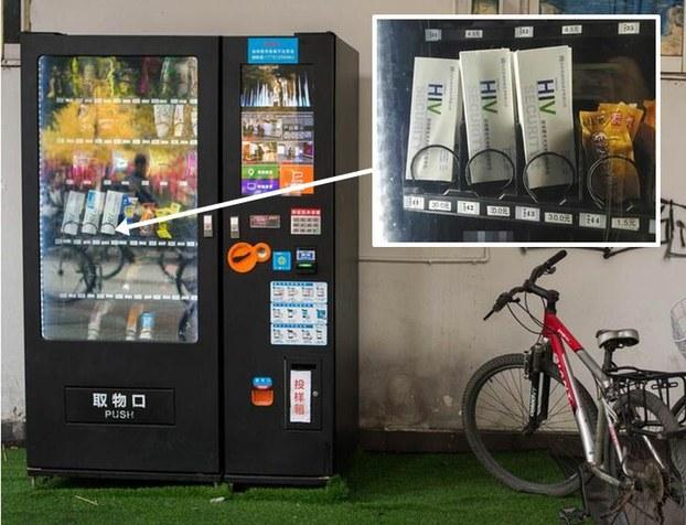 尿液样本密封好,可以放回贩卖机旁的收集箱,厂商会收到通知,派专人前往收集。(public domain)