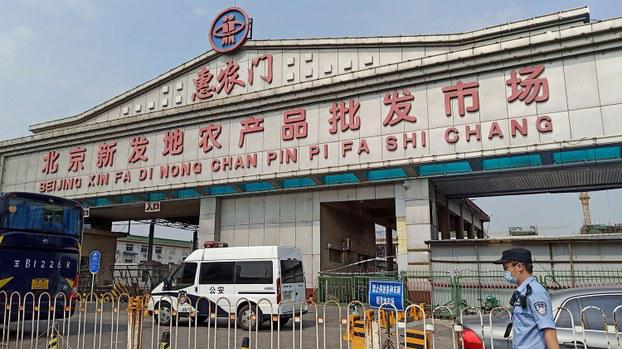 北京新发地农产品批发市场(路透社)