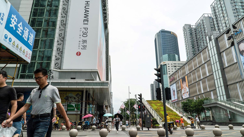中国改革开放40年所推行的市场经济,令中国快速发展,但是目前的中国正在走计划经济的老路。图为2019年8月16日,中国广东省深圳市街景。(资料图/法新社)