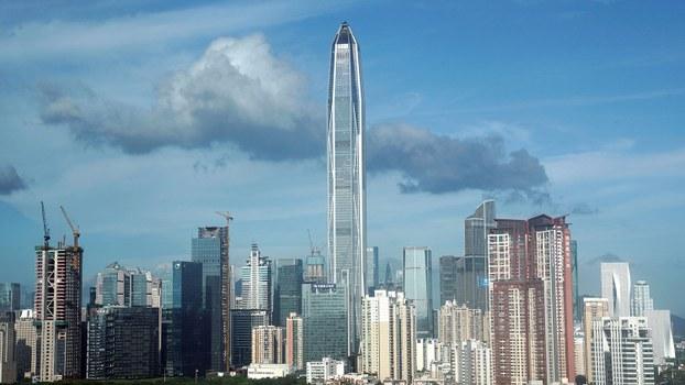 """被称为中国改革开放""""领跑""""之城的深圳,今年前三季度的经济增速仅6.6%,低于去年的7.6%。(资料图/路透社)"""