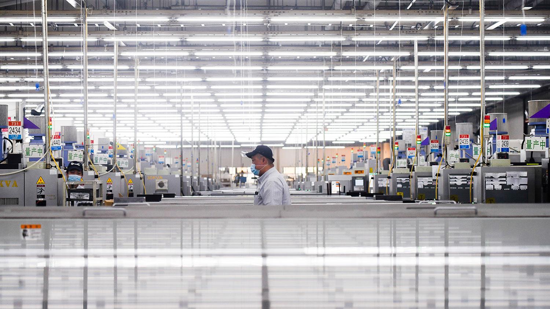 疫情下的封城锁国,外商大量转移资产,中国第一季经济增长出现负6.8%,为中国四十年来最低。(法新社资料图片)