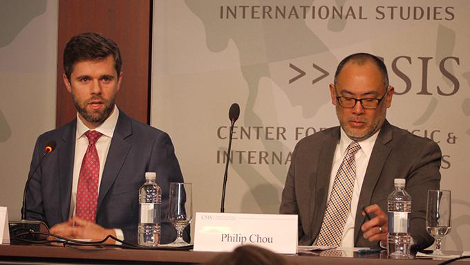CSIS资深研究员希尔曼(左)与非营利组织大洋(OCEANA)资深顾问周维德(右)都认为,中国补贴远洋渔业,对海洋生态可持续性造成伤害。(自由亚洲电台记者郑崇生华盛顿摄)