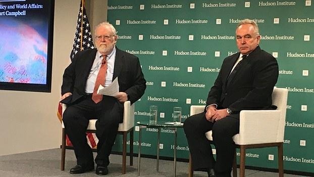 3月3日,奥巴马时代资深外交官、美国国务院前亚太助理国务卿坎贝尔(Kurt Campbell)(右)和《华尔街日报》专栏作家米德(Walter Russell Mead)在华盛顿智库哈德逊研究所对谈,涉及中美对新冠疫情的应对、习近平体制以及美国的亚洲战略。(记者薛小山摄影)