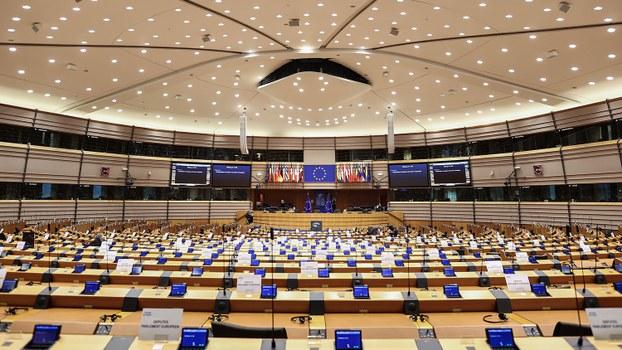 欧洲议会全会25日通过《武汉肺炎(COVID-19)疫情对欧洲联盟外交政策影响报告》案。(法新社)