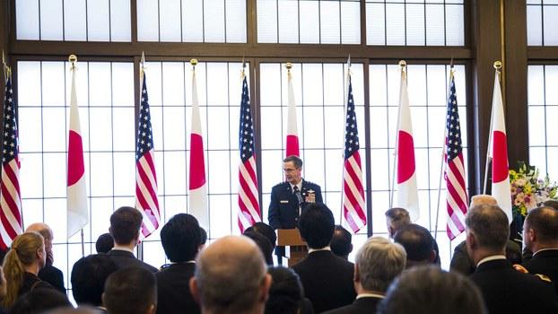 2020年1月19日驻日美军司令施奈德(Kevin Schneider)在纪念签订日美安保条约60周年的活动上演讲。(美联社)