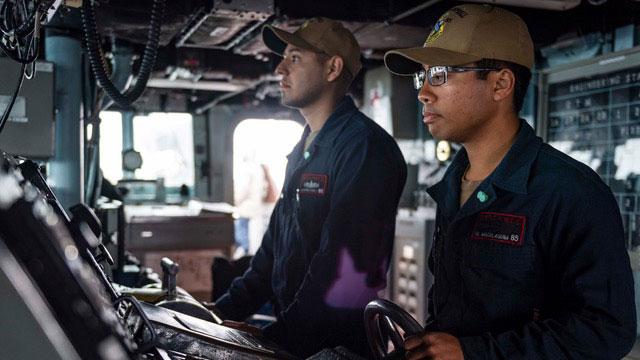 美军太平洋舰队官方粉丝团,26日主动发布贴文指,麦康贝尔号航经台湾海峡。(U.S. Pacific Fleet脸书)