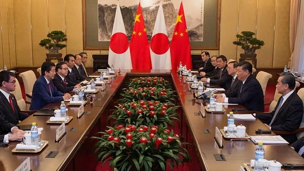 2018年10月26日,中国领导人习近平在北京钓鱼台宾馆会见日本首相安倍晋三(路透社)