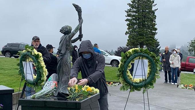 2020年5月31日在加拿大温哥华举行的六四悼念献花仪式 (温支联提供)