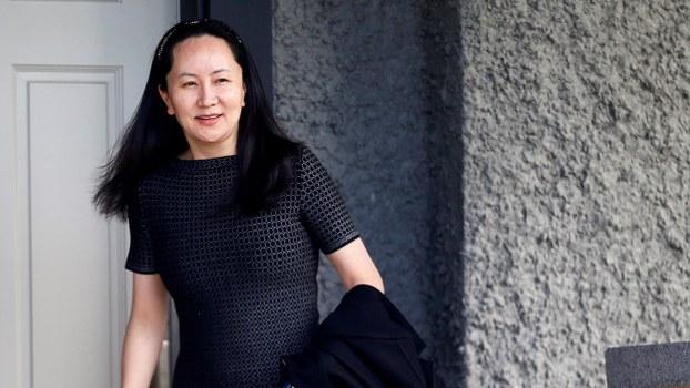 资料图片:2019年5月8日,华为首席财务官孟晚舟离开她在加拿大温哥华的住宅。(路透社)