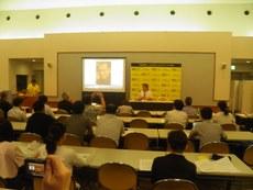 由日本大赦国际发起的要求中国政府让刘晓波到国外接受治疗的集会6月30号晚在东京文京区政府26楼大会议厅举行。各界近百人参加集会。(南洲摄影)