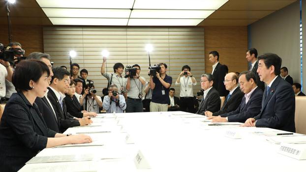 """日本政府7月11号的内阁会议决定签署可顺利引渡外逃罪犯的《联合国打击跨国有组织犯罪公约》。公约预计将在8月10号生效,但日本外务省表示""""并非与所有成员国都能相互引渡,与中国将是逐案办理""""。(南洲提供)"""