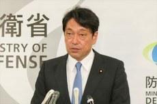 日本防卫大臣小野寺五典本月14号到访冲绳县,视察了负责周边海域警戒监视任务的航空自卫队那霸基地,并训话要求该基地的队员怀有紧迫感,认真执行任务。(南洲提供)