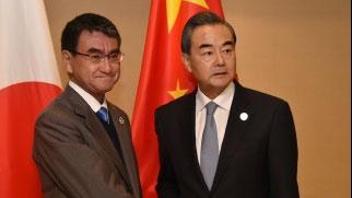 日本外相河野太郎9月1日与中国外长王毅举行电话会谈,就推进改善关系达成了一致。(南洲提供)