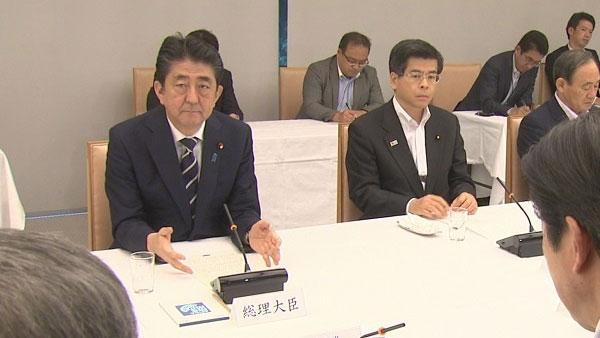 """安倍4号在日本政府与日本执政党的联络会议上表示说:""""为了保护国民的生命与财产安全,政府将全力以赴做好导弹防御工作。今后将以陆基宙斯盾为中心,从根本上提高导弹拦截能力。""""(南洲提供)"""