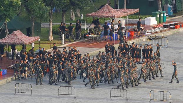 2019年8月15日,大批中国武警在与香港相邻的广东深圳进行训练。(路透社)