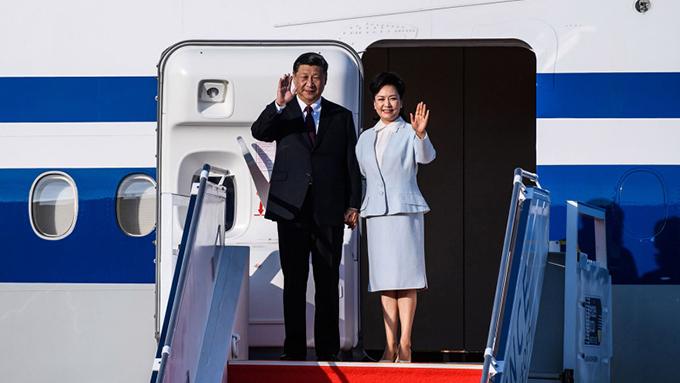 2019年12月18日,习近平夫妇抵达澳门机场。(法新社)