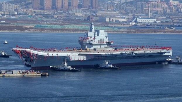 中国第一艘自制航母山东舰日前驶过台湾海峡(法新社)
